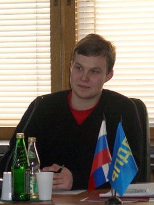 Ведущий круглого стола - Золочевский В.С. - лидер Моложежного Центра ЛДПР