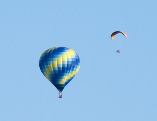 Сближение. Столкновение воздушного шара и паралета.