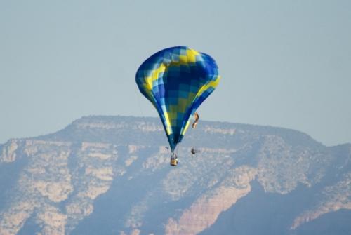 Падение. Столкновение воздушного шара и паралета.