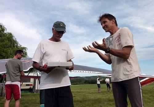 Герольф Хенрикс - Дэнису Пэггину: 'Pass my gliders or I rip off your balls.'