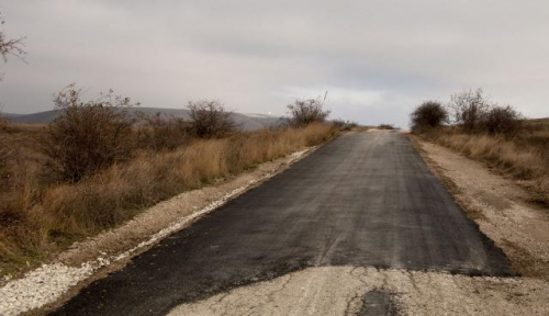 Новенький асфальт на дороге по Горе Клементьева